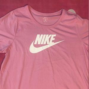 Nike Tops - 🌸Women's Nike plus size shirt🌸